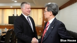 스티븐 비건 미국 국무부 대북특별대표가 22일 청와대에서 김현종 한국 청와대 국가안보실 제2차장과 면담했다.