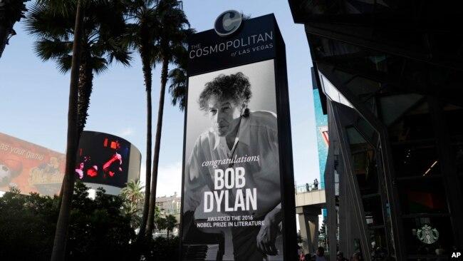 Một tấm biển ở Las Vegas với thông điệp chúc mừng Bob Dylan giành giải Nobel Văn học năm 2016.