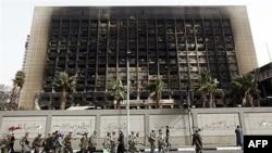 Mısır'da İktidar Partisi Feshedildi
