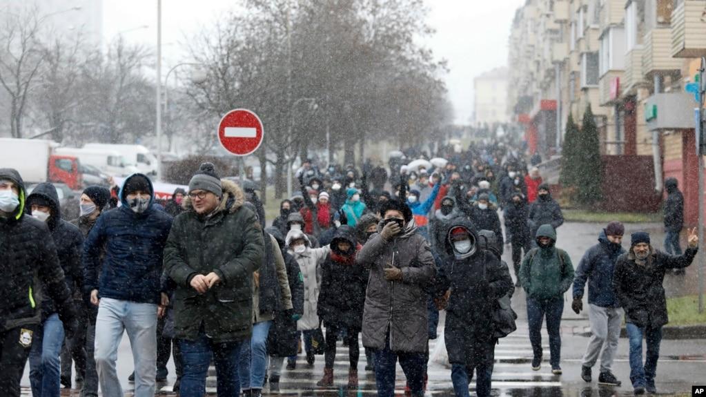 资料照片:白俄罗斯首都明斯克的抗议民众(2020年11月29号)。(photo:VOA)