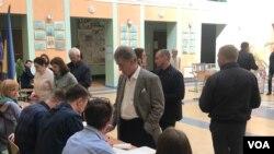 Ukraynanın keçmiş prezidenti Viktor Yuşşenko prezident seçkilərində səs verir, 31 mart, 2019