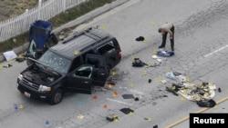 Ötən çərşənbə günü Kaliforniya ştatının San Bernardino şəhərində baş vermiş terror hücumunda 14 amerikalı həlak oldu. Rəsmilər hücumda istifadə olunmuş maşından dəlillər toplayır. 3 dekabr, 2015.