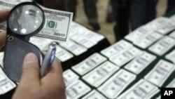 dolar - El ingreso promedio y el patrimonio de la clase media en EE.UU se desplomó estrepitosamente durante la última década.