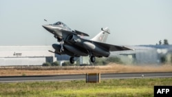 Pesawat jet tempur Rafale produksi Dassault Aviation, Perancis, yang dibeli oleh Angkatan Udara India (foto: dok).