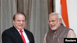 Indian, Pakistani Leaders Meet in New Delhi