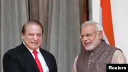 Indian, Pakistani Leaders Meet in New Delhi