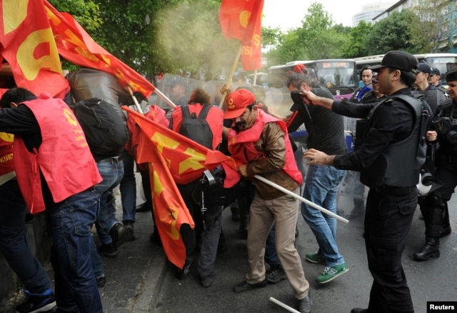 Turkish riot police use pepper spray against protesters as they attempted to defy a ban and march on Taksim Square to celebrate May Day, in Besiktas neighborhood of Istanbul, Turkey, May 1, 2016.
