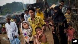 Para pengungsi Rohingya dari Myanmar tiba di kamp pengungsi Kutupalong, Bangladesh (5/9).