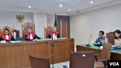 Majelis Hakim Pengadilan Negeri Jakarta Pusat memutuskan kasus gugatan pemuda Indonesia kepada pemerintah Australia, Selasa 19/9. (VOA/Fathiyah)
