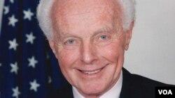 已故国会议员汤姆.兰托斯 (Tom Lantos)