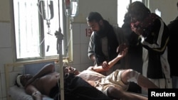 穆斯林傷者在醫院接受治療