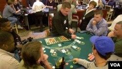 Jumlah keluarga miskin yang meningkat tajam, membayang-bayangi bisnis kasino dan resor di Las Vegas, kota yang terkena dampak parah resesi ekonomi AS.