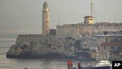 """US cargo ship """"Ana Cecilia"""" arrives at the Havana Bay, Cuba, early July 13, 2012."""