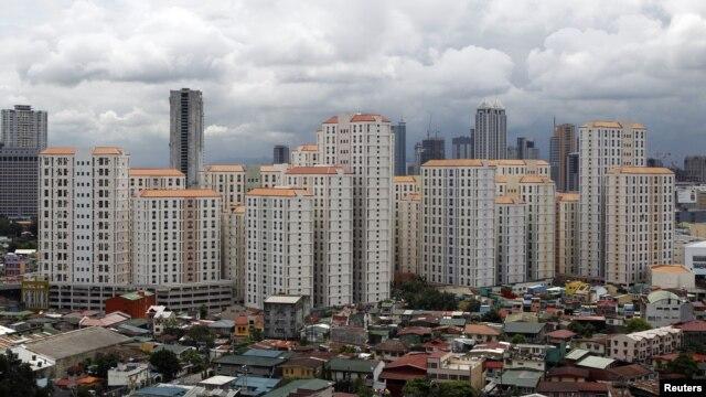 Sự bùng phát kinh tế của Trung Quốc đã tạo ra nhiều tỉ phú và các giới chức của Đảng Cộng Sản dường như đang sống một cuộc sống xa hoa.