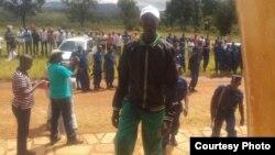 watuhumiwa mapinduzi wakiwasili mahakamani.