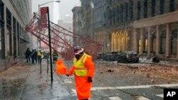 Una grúa cayó sobre una calle de Manhattan.