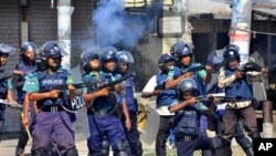 Pemerintah Bangladesh mengerahkan tentara untuk mengahiri bentrokan polisi dan para pengunjuk rasa di wilayah Rajshahi, Bangladesh yang telah memasuki hari ke-4, Minggu (3/3).(Foto: dok).