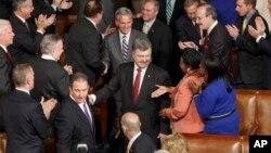 Американські законодавці вітають президента Порошенка в Конгресі США