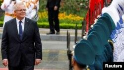 Thủ tướng Úc Scott Morrison, trong bức ảnh chụp ngày 23/8/2019 khi duyệt đội quân danh dự ở Hà Nội, nói với Thủ tướng Việt Nam Phạm Minh Chính rằng Canberra muốn nâng tầm quan hệ lên đối tác chiến lược toàn diện với Hà Nội.