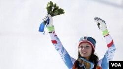 ນັກຫລີ້ນກິລາສະກີ້ອອສເຕຣຍ ນາງ Anna Fenninger ໄດ້ ຊະນະຫລຽນຄໍາ ແລ່ນສະກີ້ Alpine super-G ປະເພດຍິງ