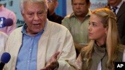 El presidente de España (izquierda), lamentó la decisión de la Corte Suprema de Venezuela, pero dijo que obedecerá la decisión.