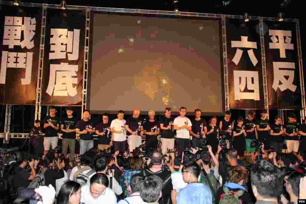 纪念六四25周年香港维园烛光晚会(美国之音图片/海彦拍摄)