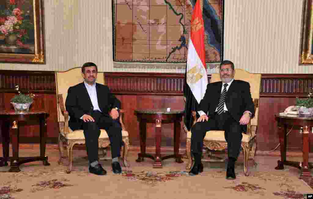 Iran's President Mahmoud Ahmadinejad and Egyptian President Mohamed Morsi pose for photographers in Cairo, Egypt, February 5, 2013. (Egyptian Presidency Handout)