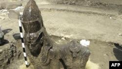 Фрагмент статуи Аменхотепа III