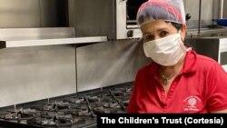 """""""The Children's Trust"""" ha visto un creciente interés sobre los centros que aún permanecen abiertos para que atiendan a los niños que no se pueden quedar con sus padres porque tienen que ir a trabajar."""