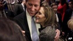 Rik Santorum rafiqasi Karen Santorum bilan. Sobiq senator respublikachilarni bir maqsad ostida birlashishga undadi: Barak Obamani prezidentlikdan olish.