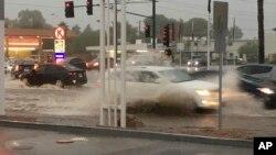 Jalanan di Phoenix, Arizona dilanda banjir awal Agustus lalu (foto: dok). Hujan yang sangat deras akhir pekan ini melanda negara bagian Louisiana.
