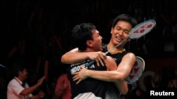 Ahsan dan Hendra pasca mengalahkan Korea di Djarum Indonesia Open 2013. (Foto: REUTERS/Beawiharta)