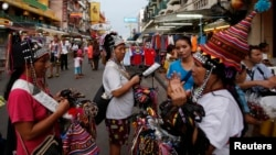 Vendors sell trinkets in a tourist district of Khao San Road in Bangkok, May 27, 2014.