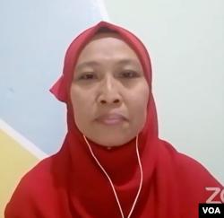 Perwakilan dari Persatuan Pekerja Rumah Tangga Indonesia Migran (Pertimig) di Malaysia, Binti Rosidah, saat konferensi pers Rabu (13/1).