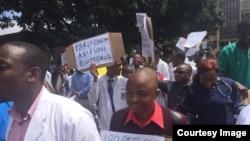 Une grève de médecin, à Harare, au Zimbabwe, le 23 mars 2018.