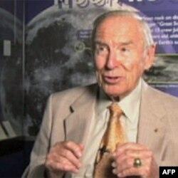 Džim Lovel, komandant posade Apola 13