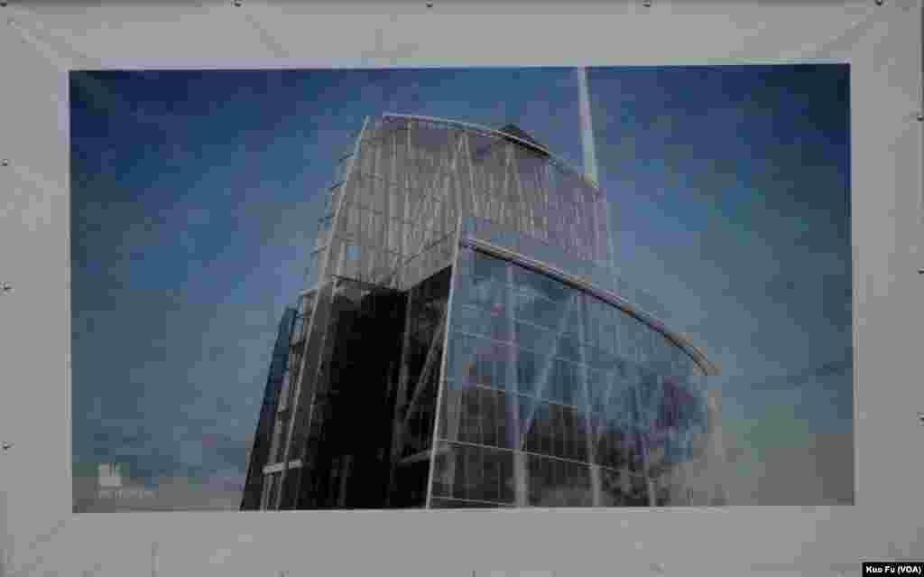 新威尔谢大楼顶楼的玻璃钢骨造型(美国之音国符拍摄)