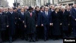 Tổng thống Pháp Francois Hollande và các nhà lãnh đạo từ nhiều quốc gia tham gia cuộc diễu hành biểu dương tinh thần đoàn kết sau các vụ bạo động khủng bố trên các đường phố của Paris, ngày 11/1/2015.