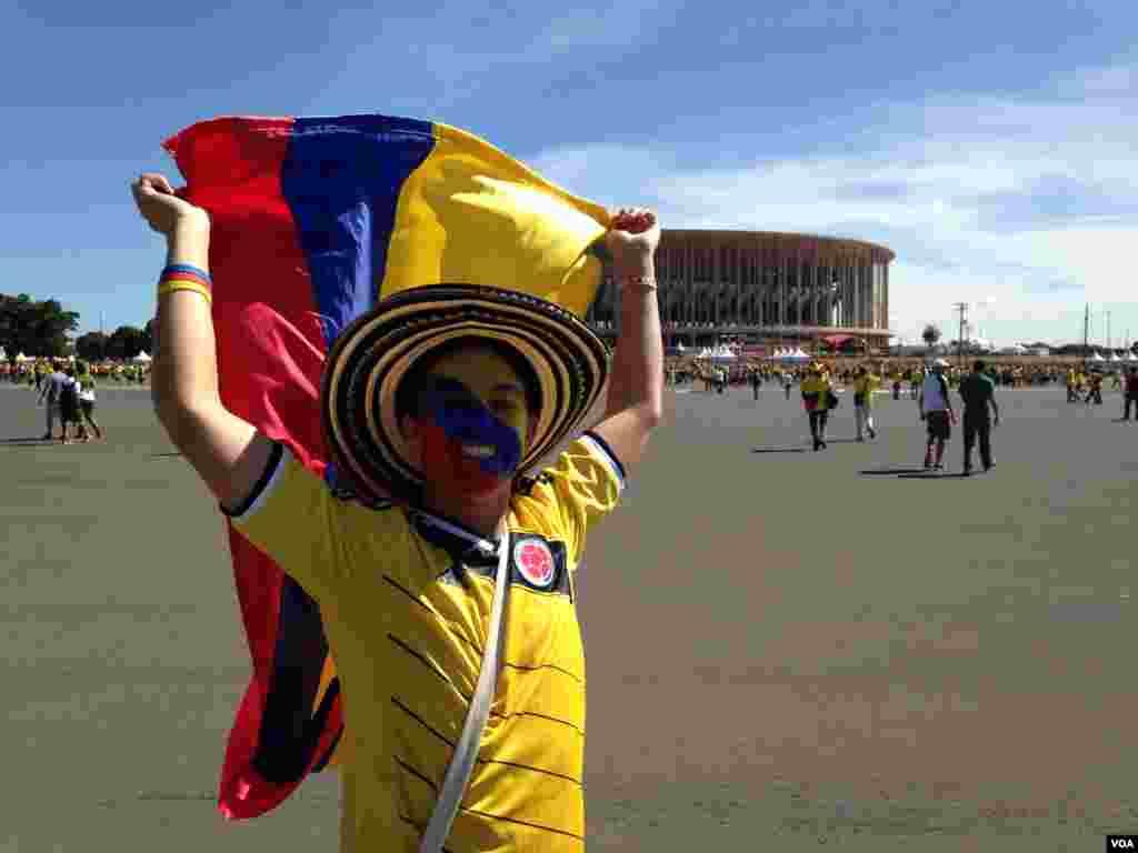 Fãs colombianos divertem-se no Brasil, no Mundial de Futebol que se realiza entre 12 de Junho e 13 de Julho, 2014.