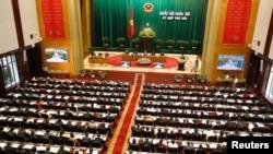 2013年10月21日越南總理阮晉勇在河內舉行國會的開幕儀式上發表講話。
