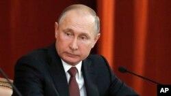 Frente a diplomáticos rusos de todo el mundo que se congregaron en Moscú, el presidente Putin dijo el jueves que la cumbre había sido exitosa.