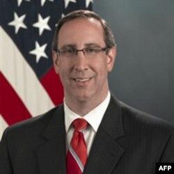 Phó Trợ lý Bộ trưởng Quốc phòng Hoa Kỳ Robert Scher một lần nữa nhấn mạnh tới 'quyền lợi quốc gia' của Hoa Kỳ trong việc giải quyết hòa bình tranh chấp lãnh hải ở biển Đông.