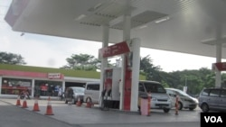 Sebuah SPBU di daerah Bekasi Jawa Barat. Pemerintah akan menambah jumlah SPBU menjelang pengumuman harga baru BBM bersubsidi (foto: VOA/Andylala).