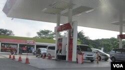 Sebuah SPBU di daerah Bekasi Jawa Barat. Pemerintah akan menambah jumlah SPBU menjelang pengumuman harga baru BBM bersubsidi (Foto: dok).