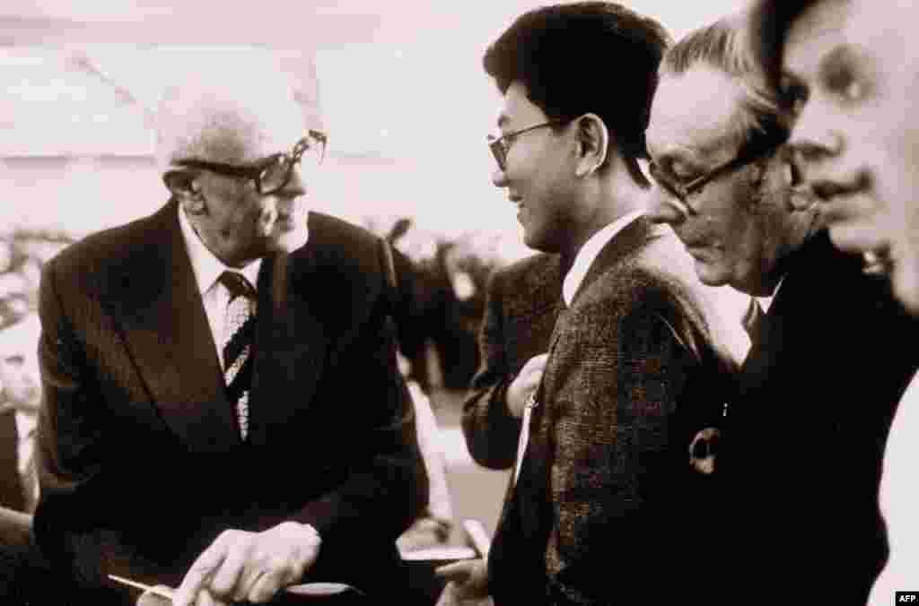 Встреча Андрея Сахарова с гостями мирового форума в Кремле, Москва 16 февраля 1987г.