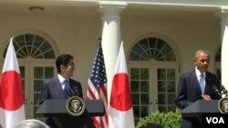 美国总统奥巴马在白宫欢迎来访的日本首相安倍晋三 (美国之音张蓉湘拍摄)