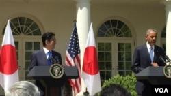 美國總統奧巴馬在白宮歡迎來訪的日本首相安倍晉三 (美國之音張蓉湘拍攝)