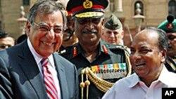 لیون پینتا، وزیر دفاع ایالات متحده حین دیدار از دهلی جدید