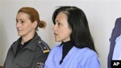 Медицинската сестра Кендис Данлап во очекување на пресудата во Скопје.