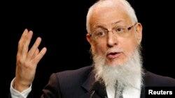 France's Grand Rabbi Joseph Sitruk speaks to the French Jewish community in Paris March 13, 2008.